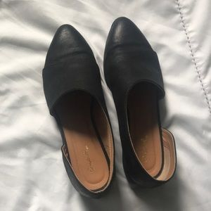 qupid black leather shank side cut out shoe
